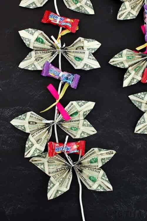 تزیین پول به شکل گردنبند پروانهای